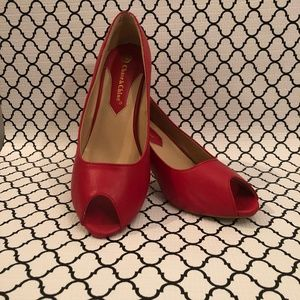 Chase and Chloe red shoes size 10